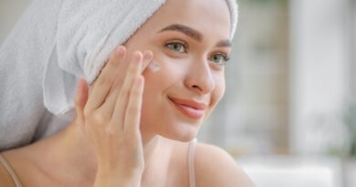 What is the cause of oily skin?